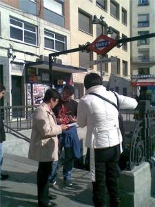 Recogiendo firmas en el Metro de Lavapiés